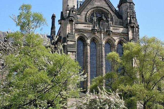 University of Glasgow main building on a sunny day