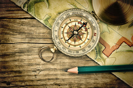 Old map and compass on a wooden table © Laborant/Shutterstock, 2014
