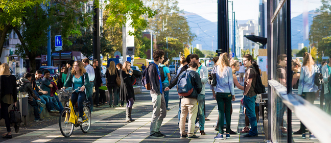 Students outside at the Grenoble Ecole de Management