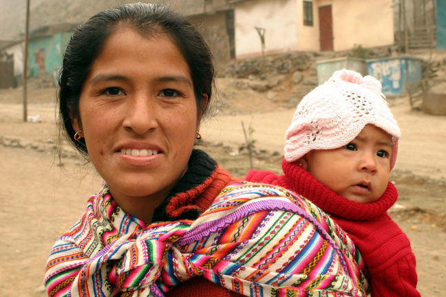 Image of a mother and her baby in Peru.