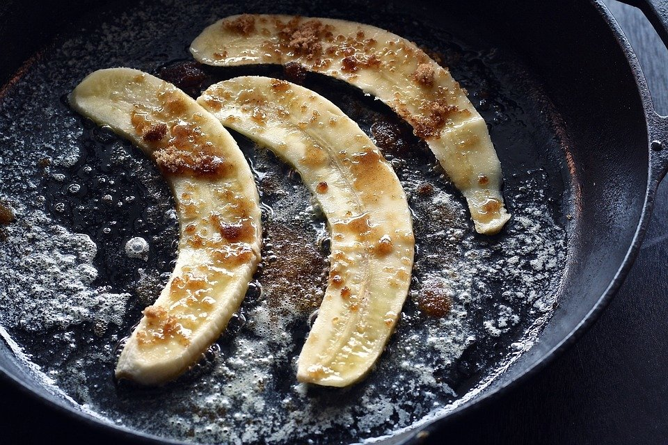 Caramelised bananas in a frying pan.