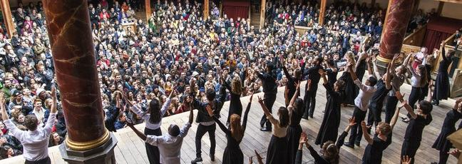 Actors on stage at William Shakespeare's Globe Theatre