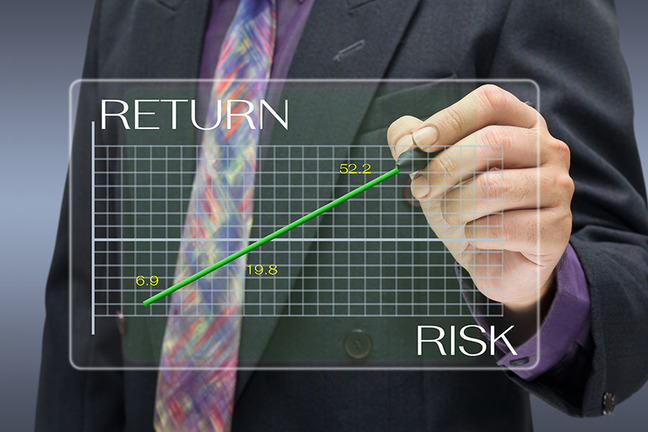 Hand pointing out the return and risk relation on a graph