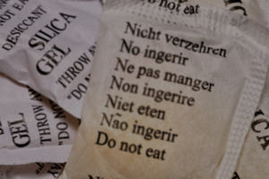 Small bags with text in 7 languages