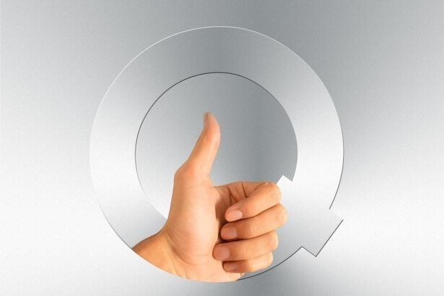 Letter Q with thumbs up